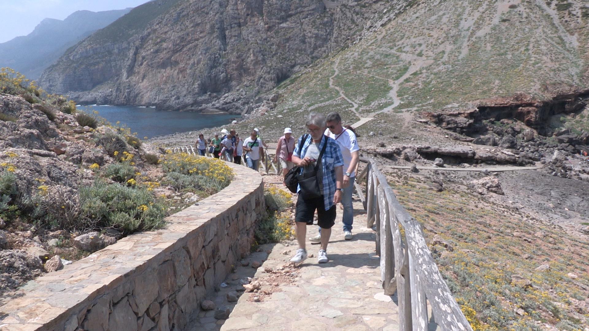 """Video – Gli Ericetnika raccontano il libro """"La leggenda del castello di Punta Troia"""""""