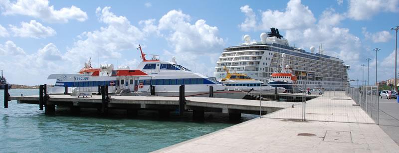 Banchina aliscafi del porto di Trapani per le isole egadi